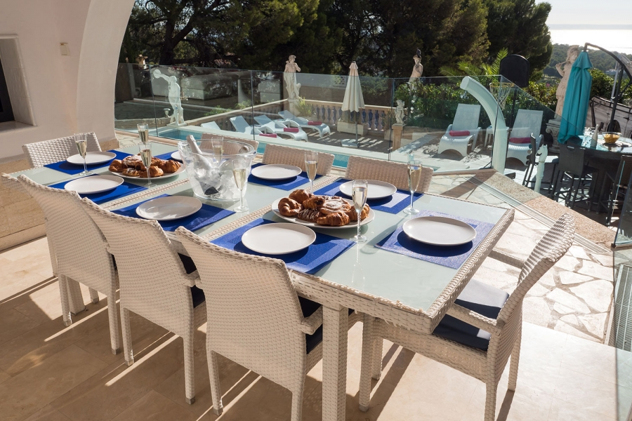 alfresco-dinning-at-mallorca-holiday-villa-1