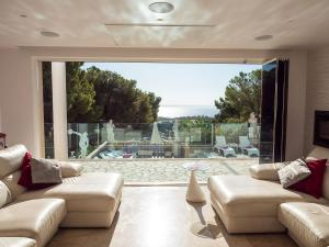 Lounge-view-at-mallorca-holiday-villa-